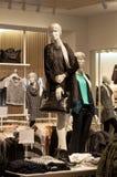 购物冬天妇女汇集 免版税图库摄影