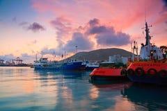 货物口岸比雷埃夫斯,雅典。 免版税库存图片
