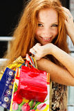 购物可爱的愉快的女孩  图库摄影