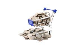 购物台车带来硬币 免版税库存照片