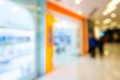 购物商店迷离视图  免版税库存图片