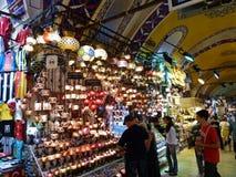 购物土耳其灯在伊斯坦布尔 库存照片