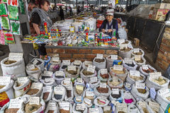 购物在奥什义卖市场 免版税图库摄影