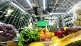 购物在超级市场 股票视频