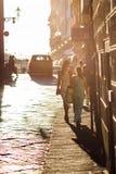 购物妇女在佛罗伦萨,意大利 免版税图库摄影