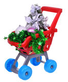 购物有圣诞节玩具的超级市场推车 库存图片
