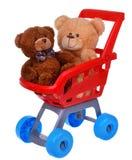 购物有玩具熊玩具的超级市场推车 免版税图库摄影