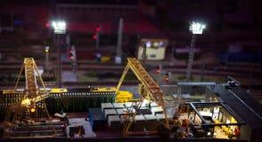 货物火车站夜视图  免版税库存照片
