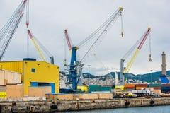 货物热那亚口岸全景  免版税图库摄影