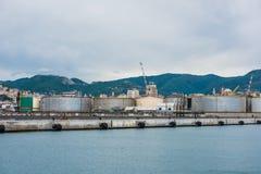 货物热那亚口岸全景  库存照片