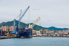 货物热那亚口岸全景  免版税库存照片