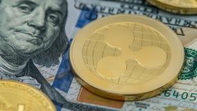 物理在diferents美金的金属金黄Ripplecoin货币 库存照片