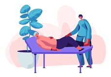 物理治疗服务在老人院 说谎在长沙发和年轻护士或者医生Checking Up的老妇人她的膝盖做法 库存例证