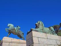 物理能量雕象在罗得岛纪念品基地的在开普敦,南非 免版税库存图片