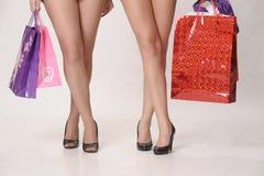 购物的两个女朋友 库存照片