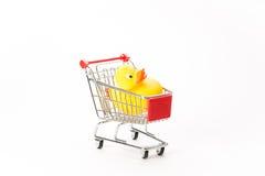 购物的小型运车与鸭子 图库摄影