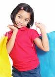 购物的逗人喜爱的女孩 免版税库存照片