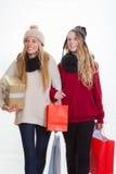 购物礼物的青少年的女孩 免版税库存照片