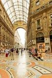 购物美术画廊在米兰 圆顶场所维托里奥Emanuele II,它 免版税图库摄影