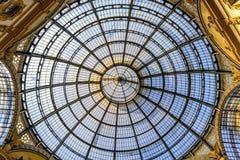 购物美术画廊在米兰 圆顶场所维托里奥Emanuele II,意大利 免版税库存照片
