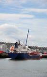 货物船离去 库存图片