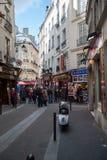 购物街道在巴黎 免版税图库摄影