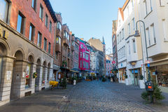 购物街道Schmiedstrasse在亚琛,德国 库存照片