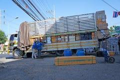 货物详细资料低部卡车 免版税库存图片