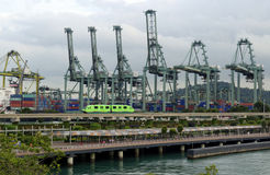 货物起重机在港口 图库摄影