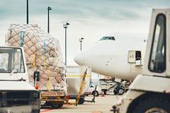 货物飞机的装货 免版税库存照片