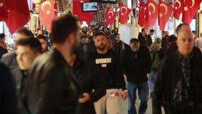 购物,圣诞节,人们拥挤了,伊斯坦布尔istiklal街道,土耳其12月2016年, 影视素材