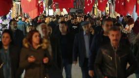 购物,圣诞节,人们拥挤了,伊斯坦布尔istiklal街道,土耳其12月2016年, 股票视频