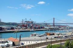 货物终端在里斯本,葡萄牙 免版税库存图片