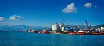 货物终端热那亚口岸全景  免版税图库摄影