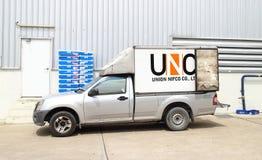物质部分交付suppot的小卡车对工厂 库存照片