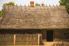 牲口的槽枥典型为19世纪立陶宛村庄 图库摄影