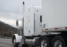 牵引车拖车半卡车白色 免版税库存图片