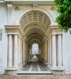 牵强的透视画廊博罗米尼在Palazzo Spada,在罗马,意大利 免版税库存图片