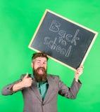 特价优待折扣销售学校季节 申请引起轰动的教育提议 回到学校特价优待 人 免版税库存照片