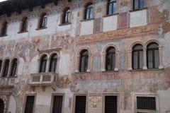 特伦托,意大利,美丽如画的房子在特伦托,作壁画于 免版税库存照片