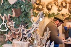 特伦托,意大利- 2015年12月1日-人们在传统xmas市场上 免版税库存照片