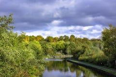 特伦特和梅尔塞运河在秋天 库存照片