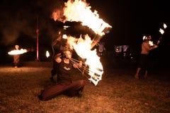 特兰西瓦尼亚中世纪节日在罗马尼亚,火分散,喷火器,火喘息机会 库存图片