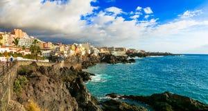 特内里费岛假日-美丽如画的镇Puerto二圣地亚哥 金丝雀 库存图片