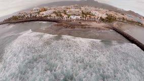 特内里费岛海洋、海边和豪华旅馆的惊人鸟瞰图  西班牙加那利群岛 r ??  股票视频