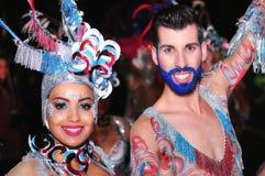特内里费岛, 2月10日:字符和小组在狂欢节 库存照片