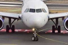 特内里费岛10月13日:对土地的飞机 2017年10月13日,特内里费岛Cana 免版税图库摄影