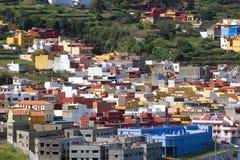 特内里费岛,加那利群岛,西班牙- 2016年4月06日:劳罗塔瓦谷和积雪覆盖的火山泰德峰看法  免版税图库摄影