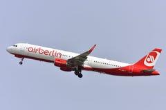特内里费岛7月17日:对土地的飞机 2017年7月17日,特内里费岛加那利群岛西班牙 免版税库存图片