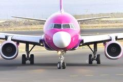 特内里费岛7月17日:对土地的飞机 2017年7月17日,特内里费岛金丝雀 免版税图库摄影